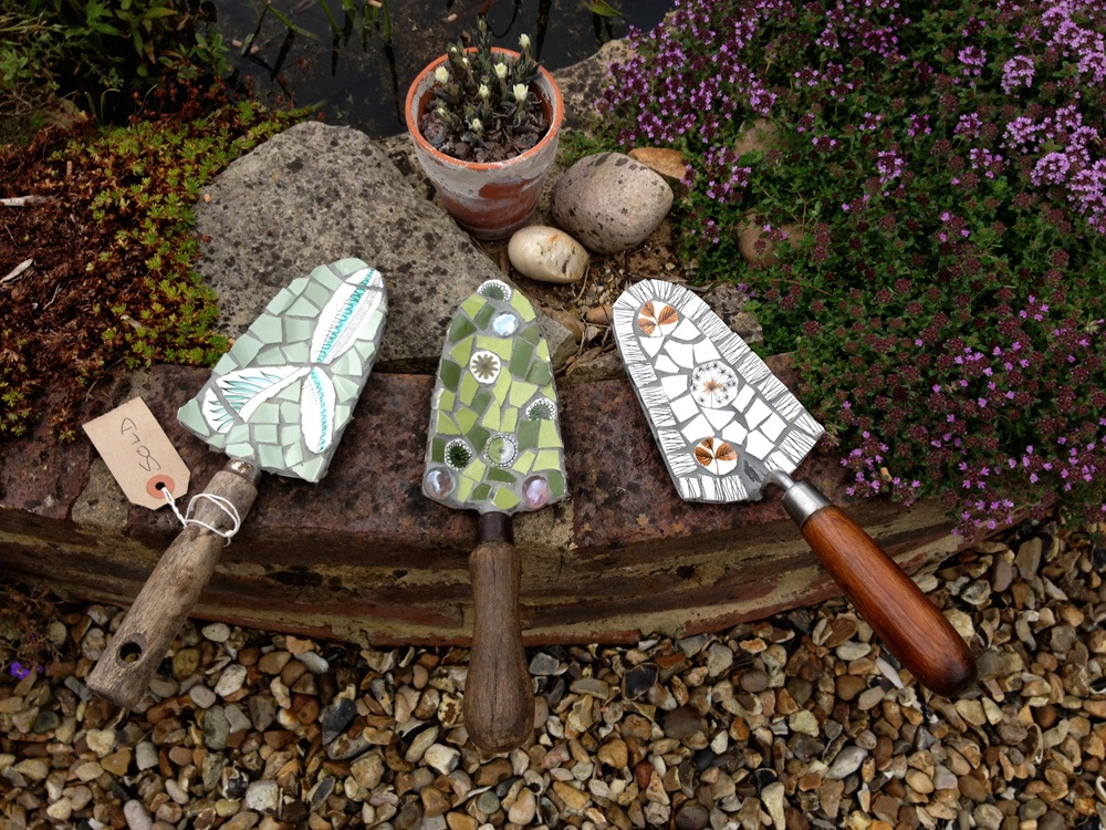 Vintage trowels decorated in retro crockery