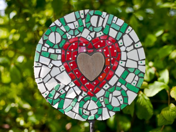 mosaic,vintage,retro,art,sculpture,garden,mosaic art,garden sculpture,commemorative,