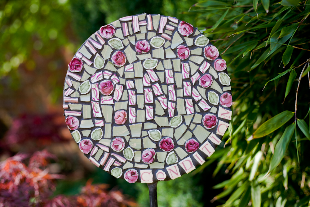 mosaic,vintage,retro,art,sculpture,garden,mosaic art,garden sculpture,commemorative,