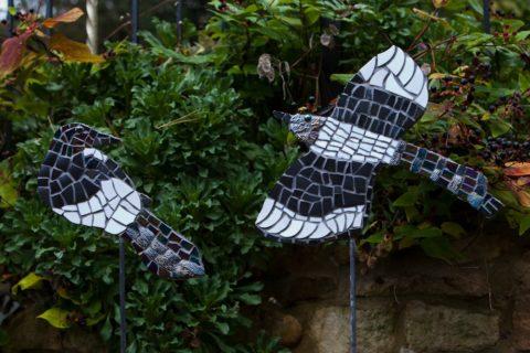 mosaic,magpie,bird,sculpture,garden,art,retro,vintage