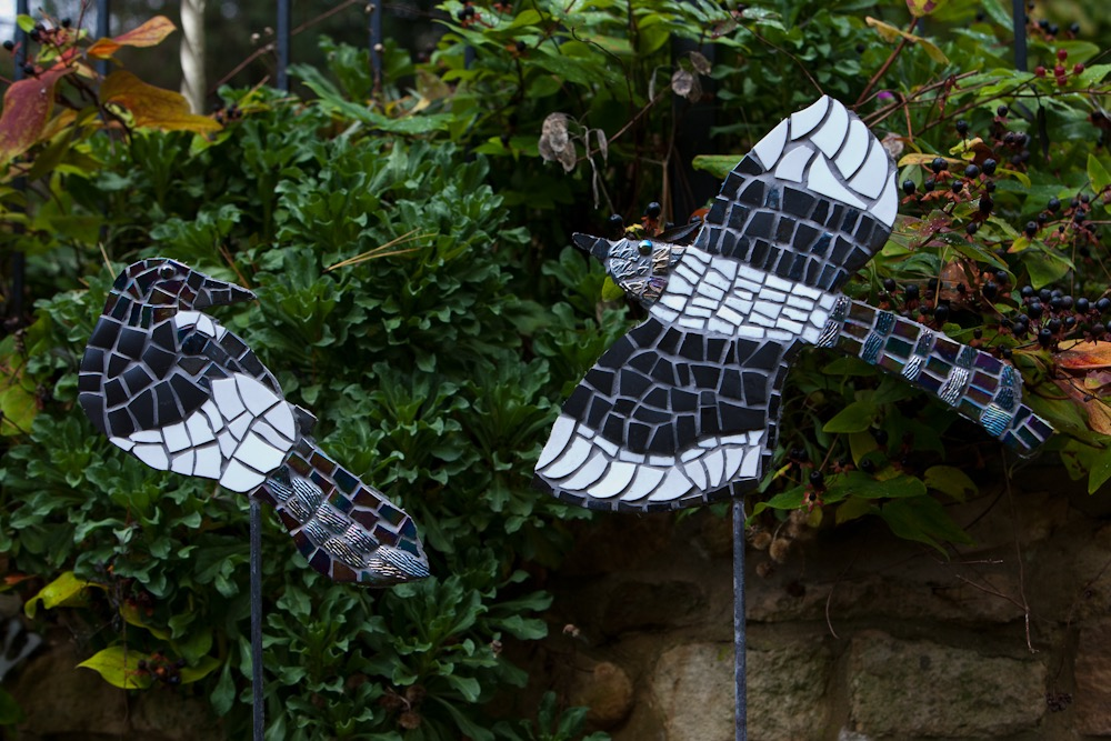 mosaic,magpie,bird,sculpture,garden,art,retro,vintage